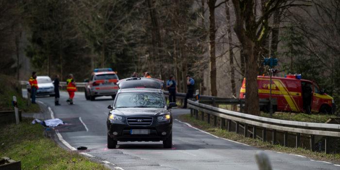 Tödlicher Verkehrsunfall in Schmitten – Fußgängerin stirbt nach Kollision mit PKW