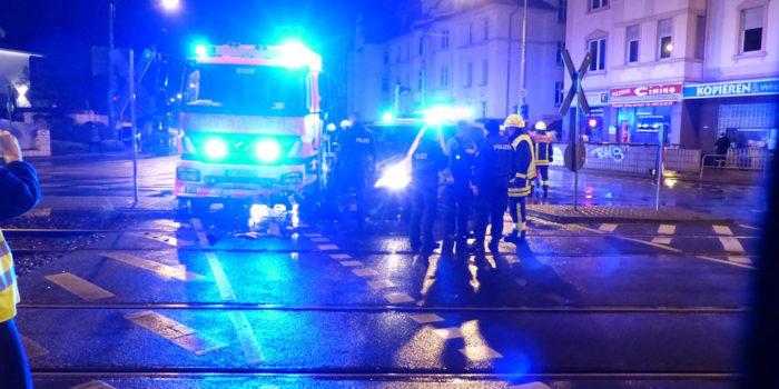 Zusammenstoß zwischen Feuerwehrfahrzeug und Streifenwagen