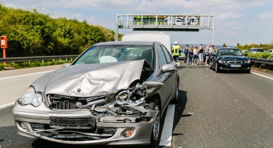 Acht Verletzte bei zwei Unfällen auf der A3 – Kilometerlanger Stau
