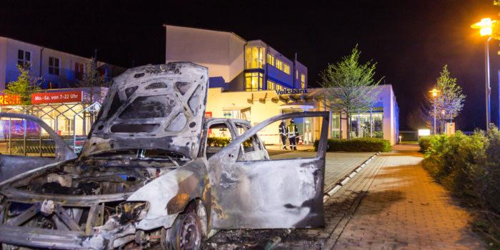 Geldautomat gesprengt und Fahrzeug angezündet – Bankraub in Rosbach v.d.H.