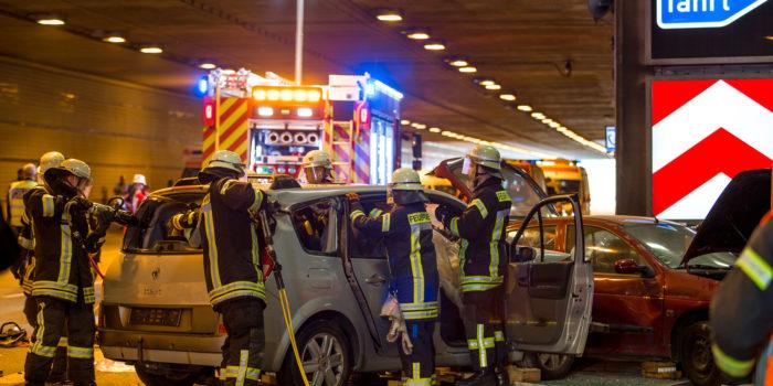 Sieben Verletzte bei schwerem Verkehrsunfall – Großübung im Autobahntunnel