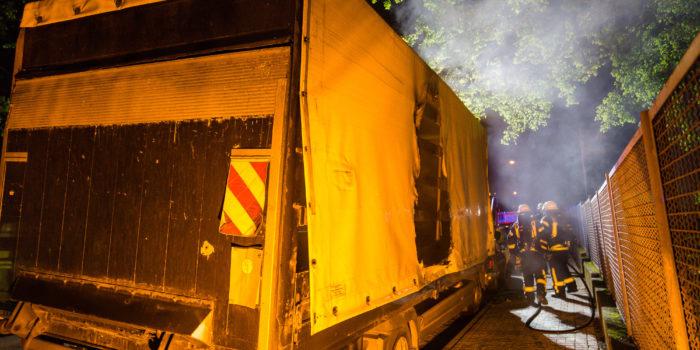 Brandstiftung an parkendem Lkw – Schnelles Eingreifen verhindert Schlimmeres