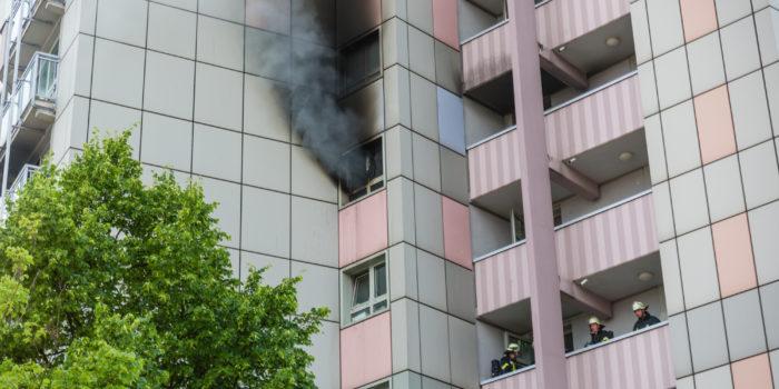 Motorrad löst Wohnungsbrand in Hochhaus aus – Großeinsatz in Rüsselsheim
