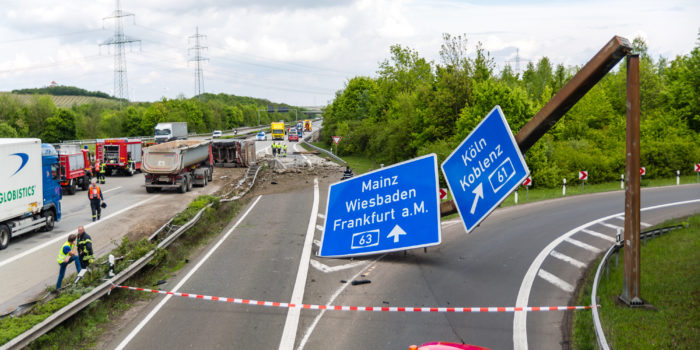 Zwei Lkw-Unfälle auf der A63 fordern zwei Todesopfer