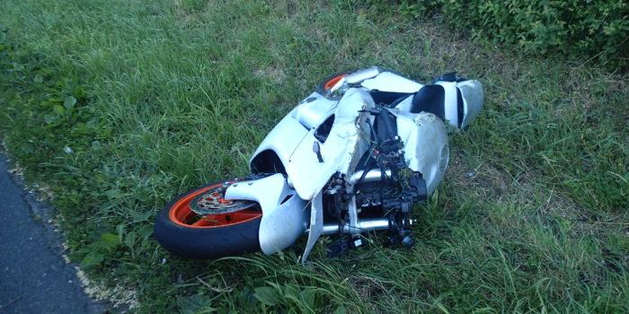 Motorradfahrer stürzt nach missglücktem Stunt und verletzt sich schwer