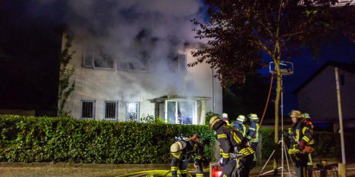 Einfamilienhaus in Flammen – Brand schnell unter Kontrolle