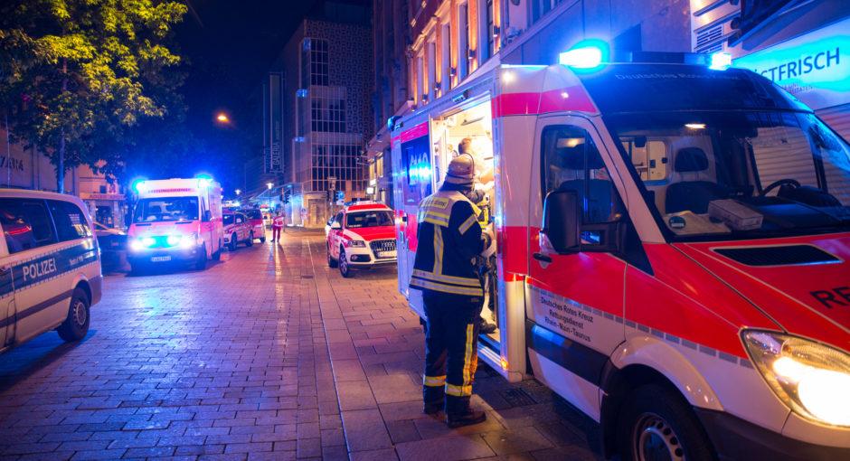 Ein Toter und zwei Schwerverletzte bei Messerstecherei in Wiesbadener Innenstadt – Drei Tatverdächtige festgenommen