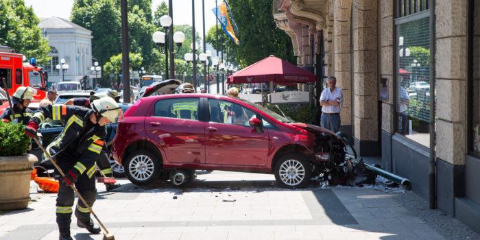 Gas und Bremse verwechselt: Unfall auf der Wilhelmstraße