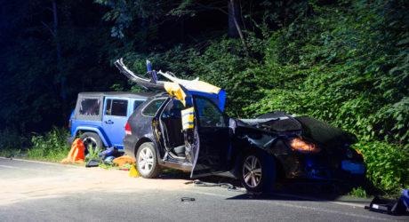 Jeep prallt in querstehenden Golf – Tödlicher Unfall auf der Aarstraße