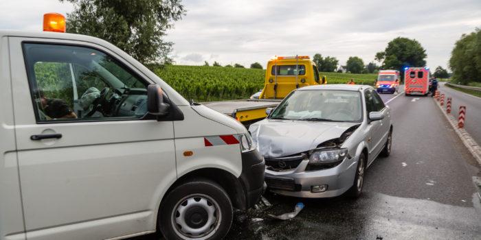 Unfall beim Auffahren auf die B42 – Drei Verletzte