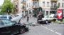 Zusammenstoß auf der Kreuzung – Unfallfahrzeug erfasst zwei Fußgänger