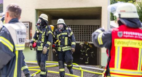 Zwei Pkw gehen in Tiefgarage in Flammen auf