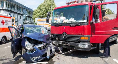 Lkw kracht beim Abbiegen in Pkw – Unfall auf dem 2. Ring