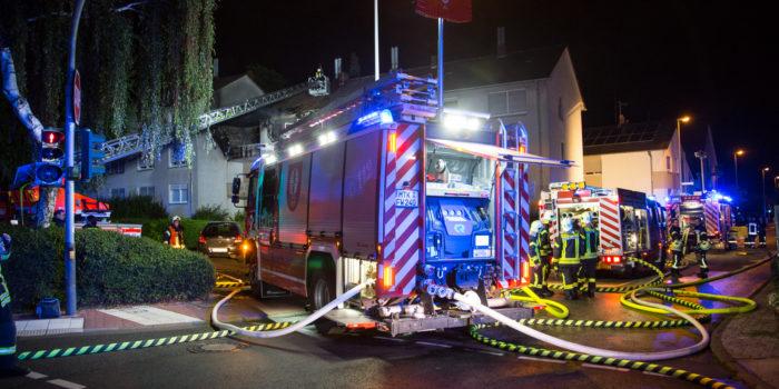 Brennende Kerze löst ausgedehnten Wohnungsbrand aus
