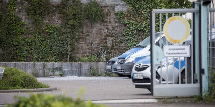 Molotowcocktails in Innenhof der Polizeistation Eschborn geworfen