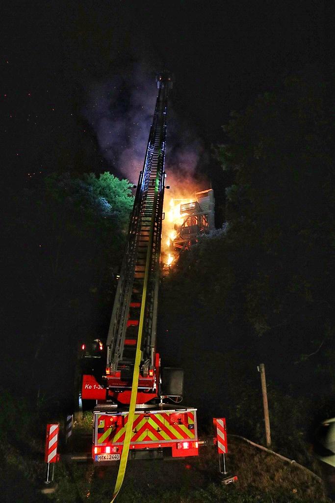 Brandstiftung am Atzelbergturm – Zeugen gesucht