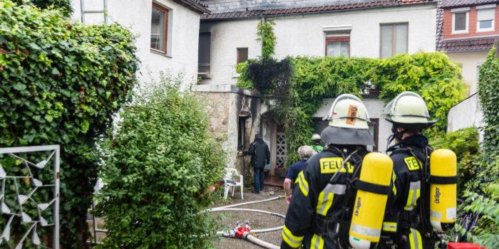 Ein-Zimmer-Wohnung völlig ausgebrannt – Bewohnerin kommt ums Leben
