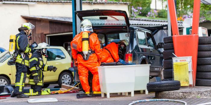 Wasserstoffperoxid statt Benzin getankt – Langwieriger Gefahrguteinsatz in Schlangenbad