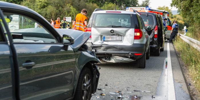 Fünf Verletzte bei Auffahrunfall auf der B455