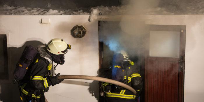 Großeinsatz durch Schiffsbrand in Ginsheim-Gustavsburg