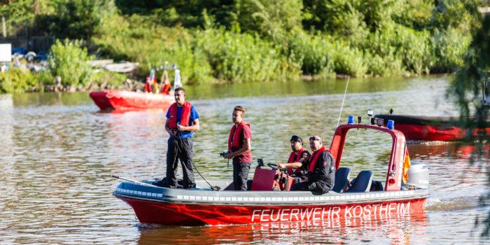 Brennendes Sportboot auf dem Rhein gemeldet