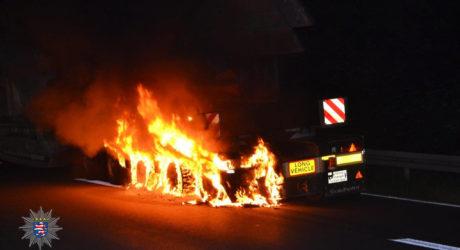 Reifen an Schwertransporter in Flammen – A67 bei Gernsheim voll gesperrt