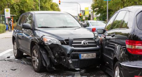 Unfall mit drei Fahrzeugen auf der Hagenauer Straße