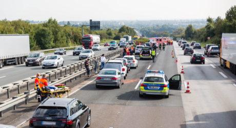 Auffahrunfälle auf A3 und A66 – Insgesamt 12 Fahrzeuge beteiligt