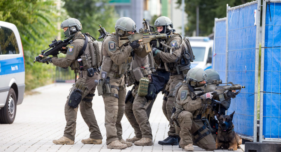 SEK Frankfurt übt terroristische Bedrohung während Hochwasser-Übung