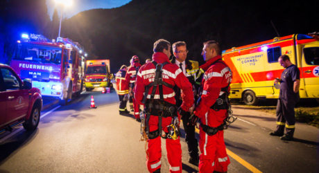 Feuerwehr rettet Wanderer aus Kreuzbachklamm bei Bingen – Zwei Feuerwehrmänner verletzt