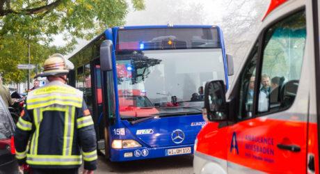 Drei Verletzte bei Busunfall in der Bahnhofstraße
