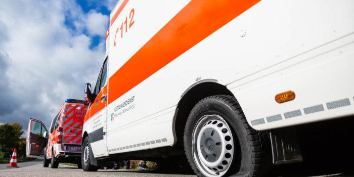 Rettungswagen platzt Reifen auf der Autobahn – Patient und Besatzung bleiben unverletzt