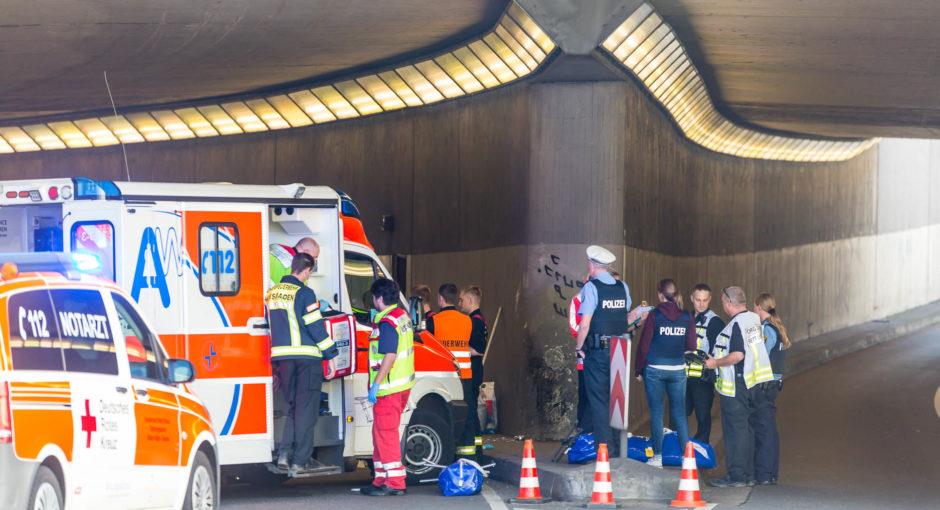 Zwei Tote bei schwerem Motorradunfall in Unterführung