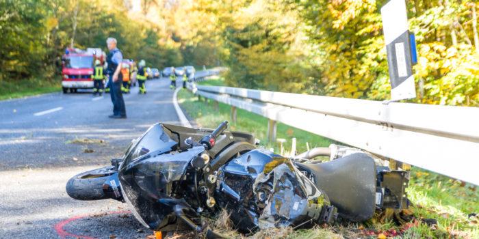 Motorradfahrer bei Unfall auf der B8 bei Waldems-Esch schwer verletzt – Rettungshubschrauber im Einsatz