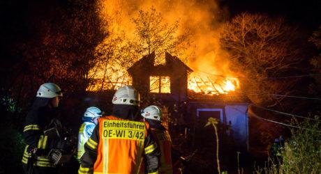 """Wohnhaus lichterloh in Flammen – """"Kornsmühle"""" bei Oestrich abgebrannt"""