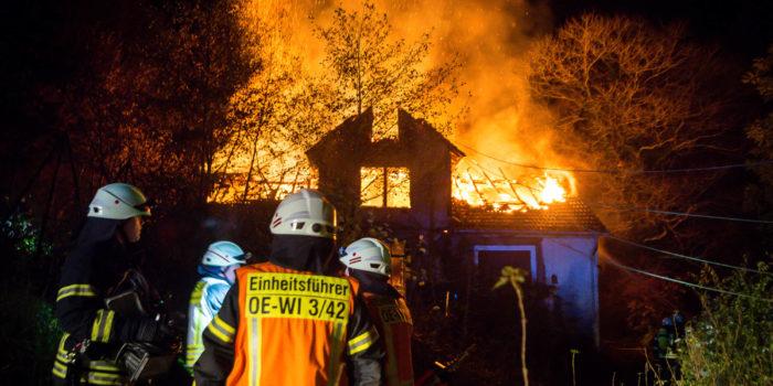 Ermittler gehen bei Gebäudebrand in Oestrich von Brandstiftung  aus