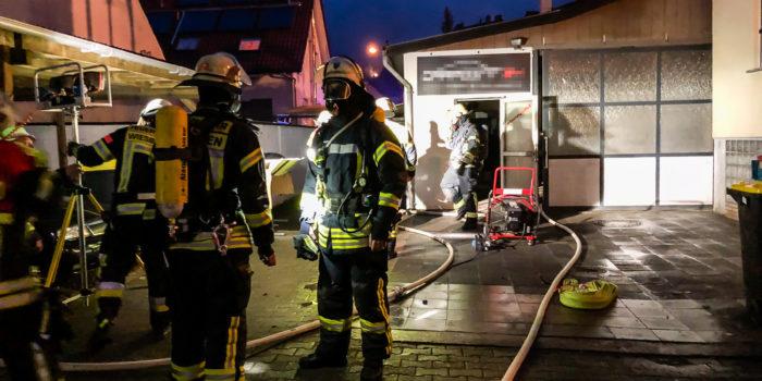 Feuer in einer Autolackiererei in Rambach