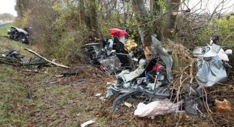 Sportwagen bei Unfall auf der B8 in drei Teile zerrissen – Fahrerin von Feuerwehr gerettet
