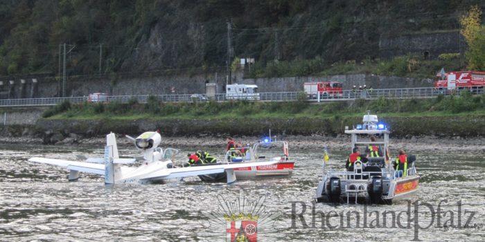 Sportflugzeug muss auf dem Rhein notlanden