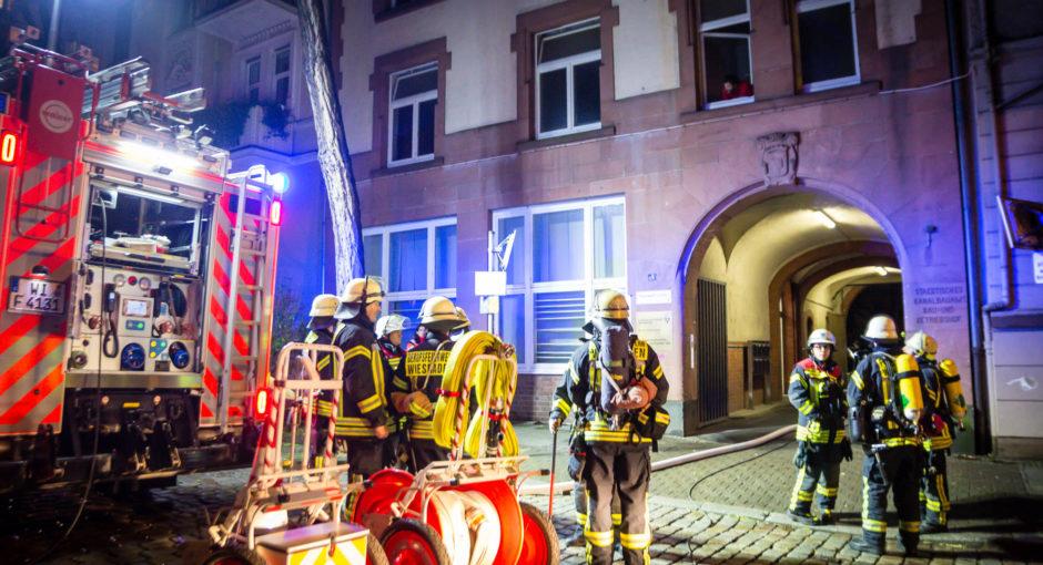 Eine Verletzte bei Wohnungsbrand im Wiesbadener Westend