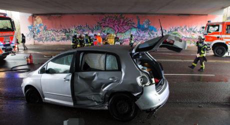 Drei Verletzte: Unfall durch Wendemanöver auf der Äppelallee