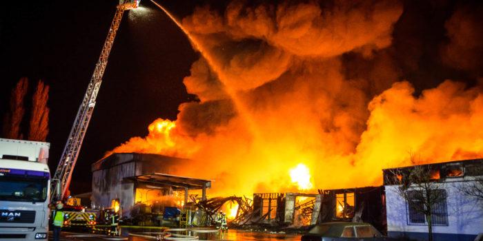 Lagerhallen in Flammen – Großeinsatz in Mainz-Mombach