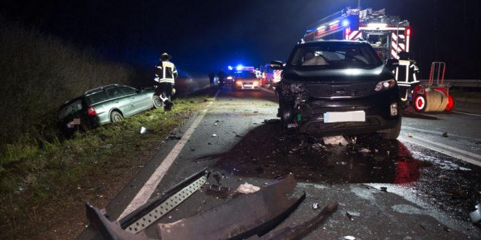 Betrunken in den Gegenverkehr – Acht Verletzte auf der B417