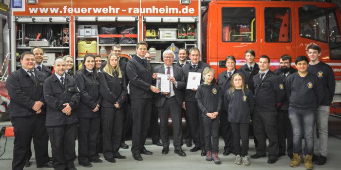 """Moderne Werbefilme als Erfolg: Feuerwehr Raunheim ist """"Feuerwehr des Monats"""""""
