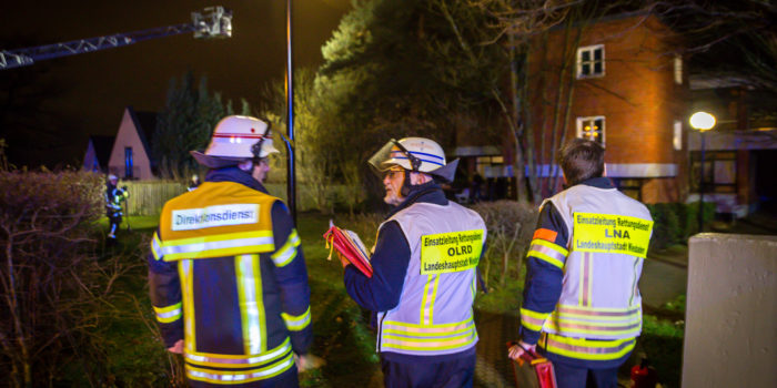 Brennender Gartenstuhl droht auf Wohnheim überzugreifen – BKA-Mitarbeiter löscht Feuer