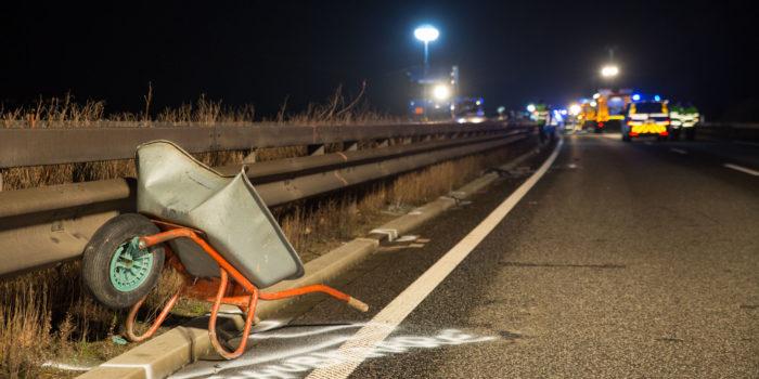 Mann will Schubkarre von Autobahn räumen und wird erfasst – Tödlicher Unfall bei Ingelheim