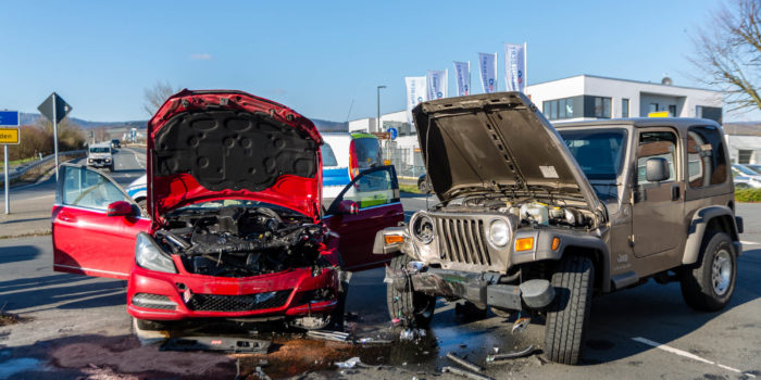 Zusammenstoß an B42-Auffahrt in Eltville – Drei Verletzte