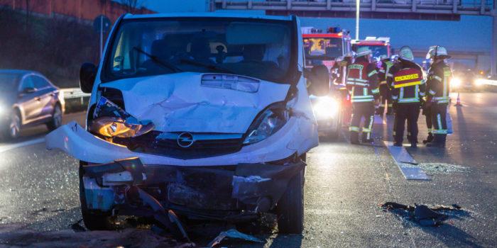 Schwerer Auffahrunfall mit sechs Verletzten am Wiesbadener Kreuz