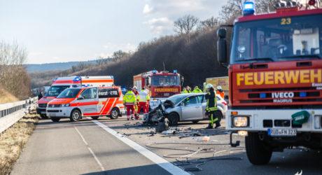 Pkw-Fahrer übersieht Stauende – Tödlicher Folgeunfall auf der A3