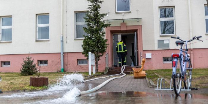 Eineinhalb Meter Wasser im Keller – Feuerwehr drei Stunden im Einsatz